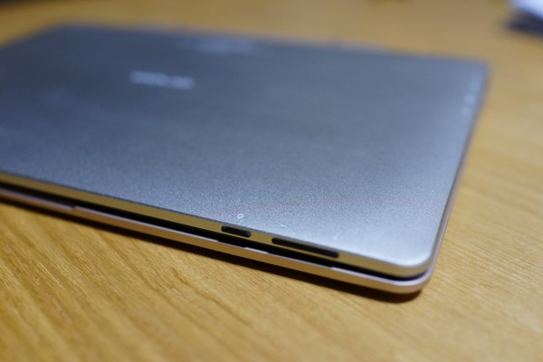 Onda OBook10 Ultrabook Tablet PC レビュー 電源の位置