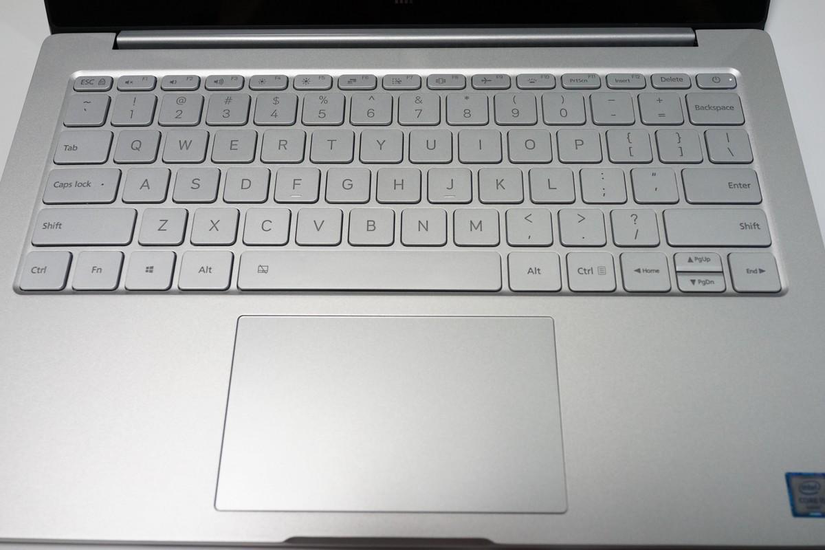 Xiaomi Mi Notebook Air 外観写真