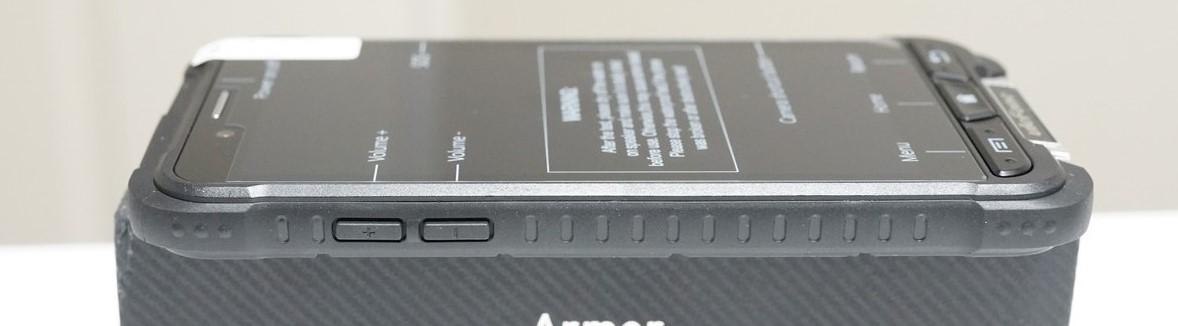 Ulefone ARMOR レビュー IP68の防水防塵携帯 左側面の写真