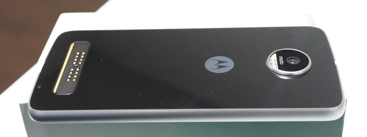 Lenovo Moto Z Play レビュー 外観写真参考3