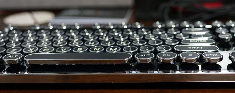 Azio MK RETRO メカニカルキーボード レビュー
