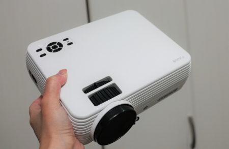 FUNAVO 小型プロジェクターレビュー PCやスマホと接続できて2000ルーメン・1080PフルHD対応!
