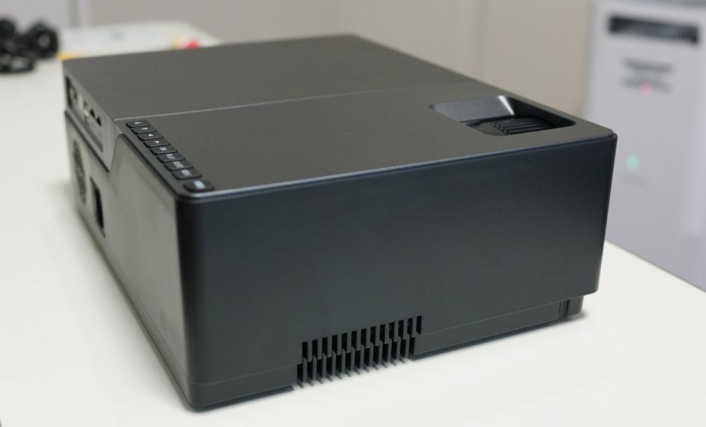 5500ルーメンでビジネス用途にも使えるAUN M18 Full HD プロジェクターレビュー