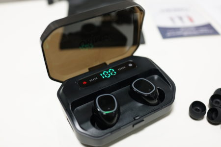 AAC対応・OKIMOの左右分離型BluetoothイヤホンP10Sレビュー 3500mAhのバッテリー搭載でスマホに給電も可能!