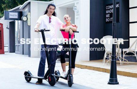 バッテリーで動く電動スクーター・最大速度23km/hが面白い!$177.99よりセール中