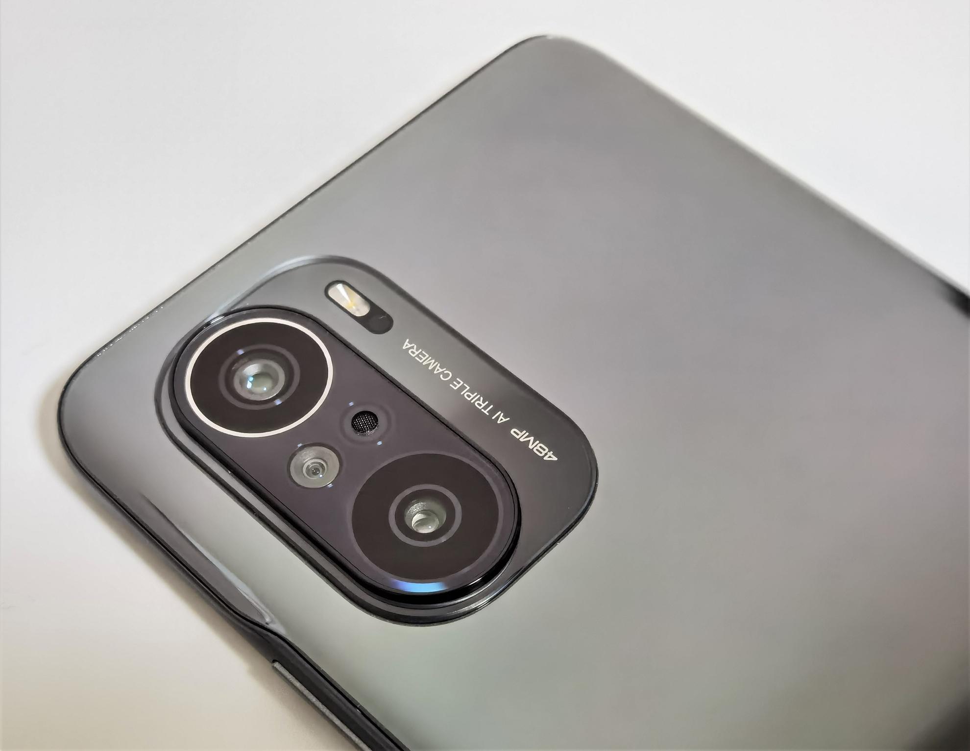 POCO F3 のリアカメラは48MPトリプルカメラを搭載