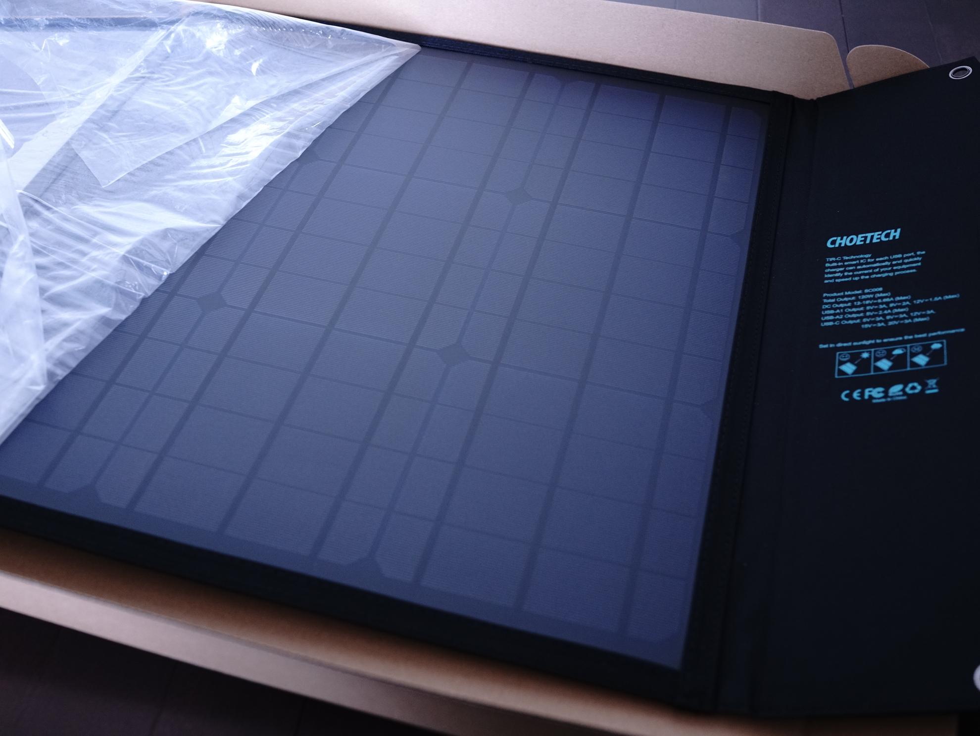 アウトドア・災害時に自家発電できる折りたたみ式ソーラー発電パネルレビュー