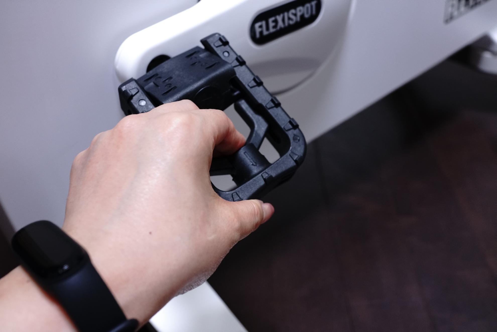 FLEXISPOT デスクバイク V9 レビュー 収納について